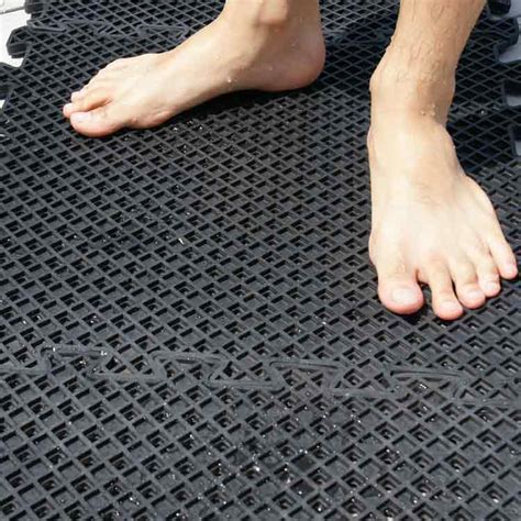 Pool Deck—6 Reasons You Should Use Rubber Flooring