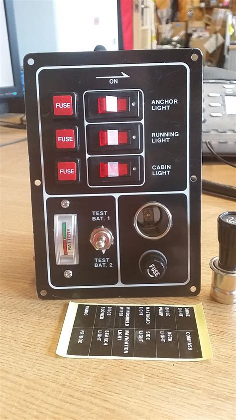 MARINE SWITCH PANEL 3 FUSED SWITCHES BATTERY TESTER AND
