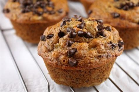 Low-Cal Banana Muffins with Mini-Chocolate Chips Recipe
